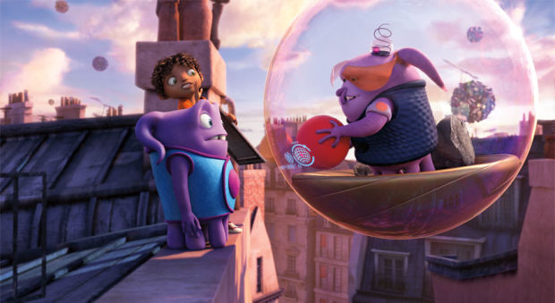 HOME_sq1900_s138_f106_4K_PS_v2.0 Bubble-riding Boovian traffic cop Kyle (Matt Jones) corners his prey, Oh (Jim Parsons) and Tip (Rihanna). Photo credit: DreamWorks Animation.