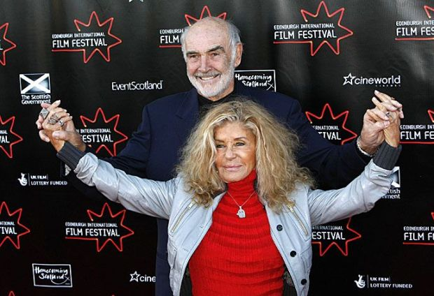 British actor Sean Connery poses with his wife Micheline Roquebrune on the red carpet before attending the screening of director Sam Mende's new film 'Away We Go' at the Edinburgh International Film Festival, Scotland June 17, 2009. REUTERS/David Moir (BRITAIN ENTERTAINMENT)