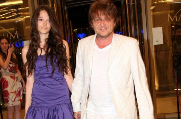 "Sa ćerkom Mijom, na premijeri filma ,,Montevideo, Bog te video""."