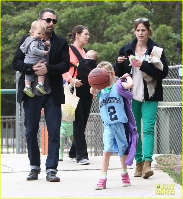 51040249 Couple Jennifer Garner and Ben Affleck take their kids Violet, Seraphina and Samuel to a parkin Brentwood, California on March 17, 2013. FameFlynet, Inc - Beverly Hills, CA, USA - +1 (818) 307-4813