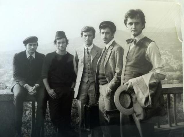 "Radoš Bajić ( prvi s desna ) na snimanju filma ,,Sarajevski atentat"", sa kolegama glumcima."