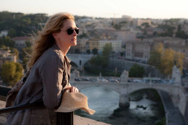"Julia Roberts as ""Liz Gilbert"" in Italy in Columbia Pictures' EAT, PRAY, LOVE."
