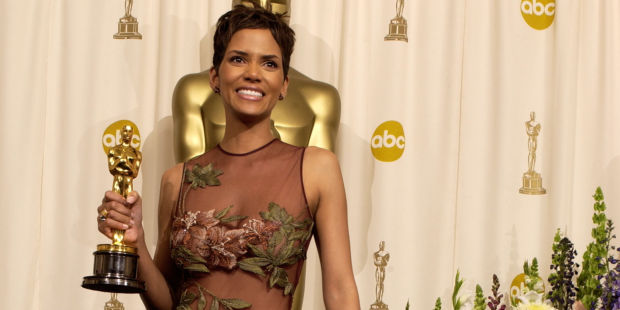 """Halle Berry poses with her Actress in a Leading Role Oscar for """"Monster's Ball"""" (Photo by SGranitz/WireImage)"""